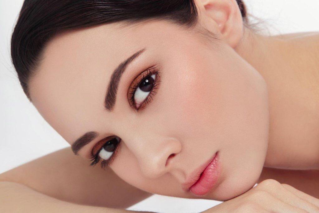 Permanentní make-up není vhodný pro osoby trpící vysokým krevním tlakem nebo zvýšenou krvácivostí.